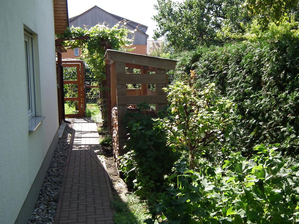 Zum Garten mit Freigehege