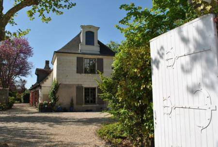 B-and-B-Tours-Loire-Valley-holiday-rental-bedroom