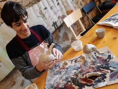 Gabriel gestaltet zum Thema Elefanten, Malakademie Jugend