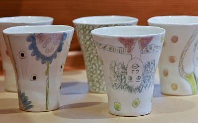 Porzellanbecher mit Handzeichnungen von angelika Gross, a 29.-