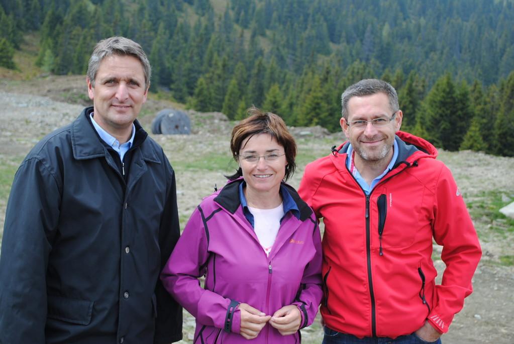 links Tiefenbacher, mitte LR Dr.in B. Prettner, rechts Mag. W. Pinter