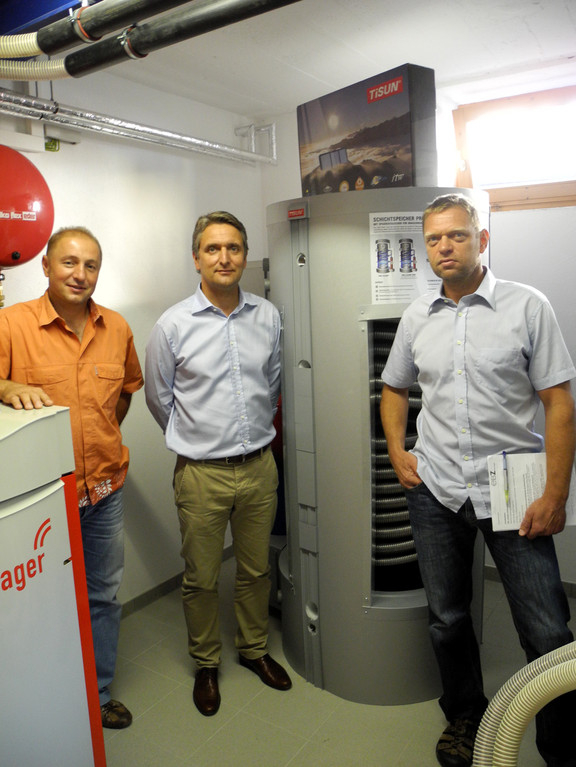 Umstellung Strom auf Pelletsheizung, Windhager 26 KW Biowin, links Hr. ZM Hartwig Thurner