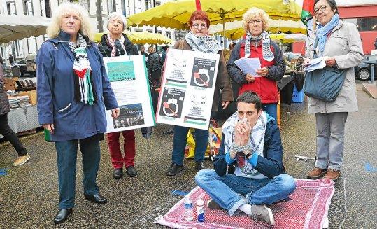 Les militants de France Palestine Solidarité sont allés, samedi matin, à la rencontre des Brestois, pour leur parler de la situation des prisonniers palestiniens en Israël.