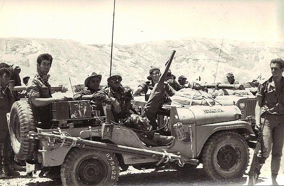 Juin 1967. — Soldats israéliens dans le Sinaï. Photo d'archive reprise dans le documentaire Censored Voices (2016).