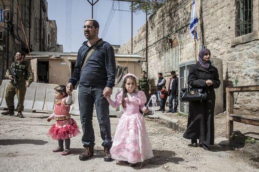 A Hébron en mars 2014, durant la fête juive de Pourim. Photo Sébastien Leban. REA