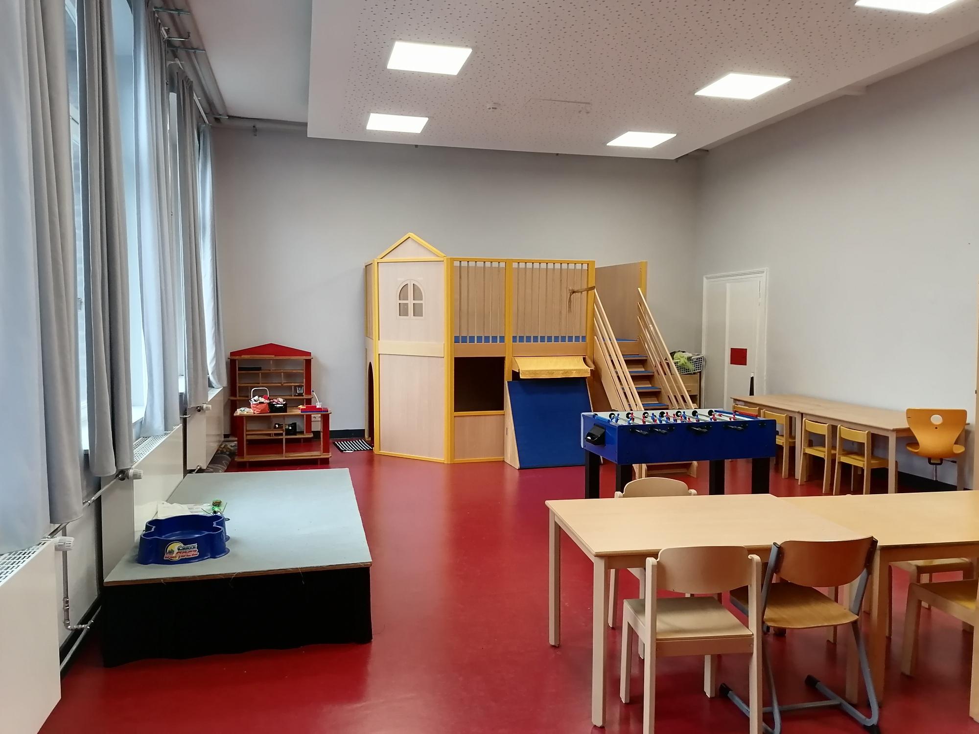 Kyffhäuserstr. 98 Aufenthaltsraum mit Spielhaus