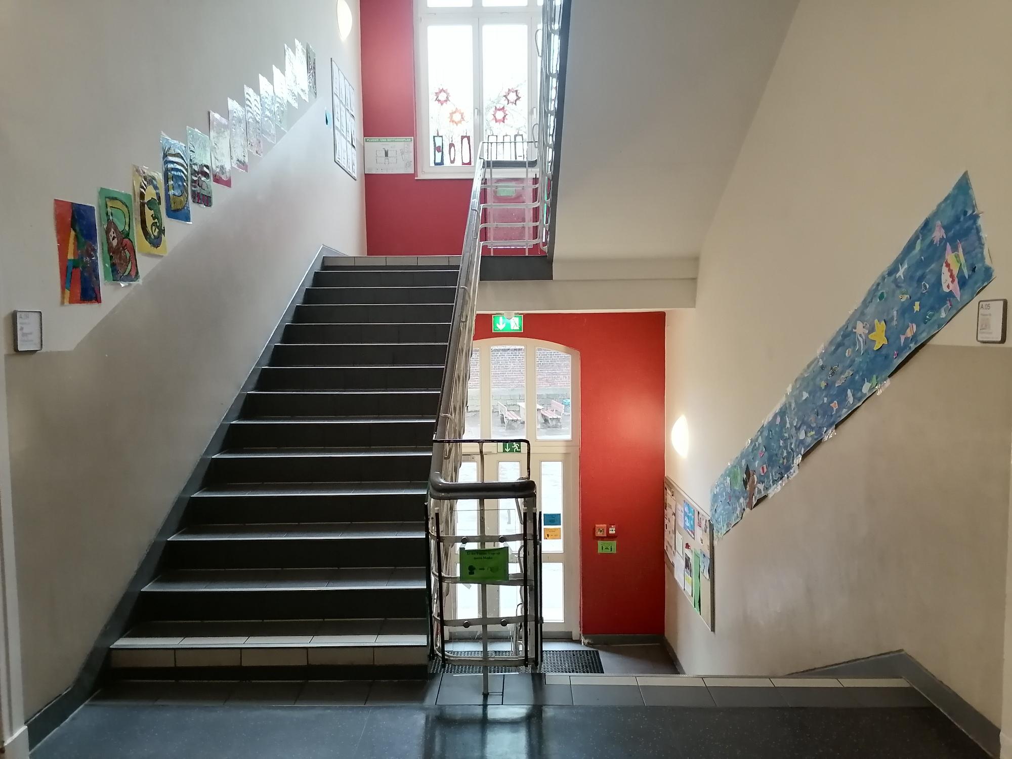 Treppenhaus Altbau 1. Etage Ausgang Schulhof