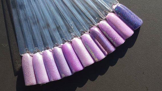 unterschiedliche Pigmente getupft auf die selbe Farbe