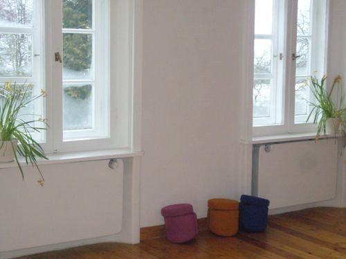 der Yogaraum mit 3 i-om Meditationshockern