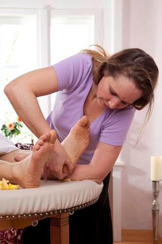 tiefes Wohlbefinden bringt die Fußmassage