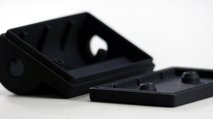 SLS- Bauteile aus Kunststoff und schwarz eingefärbt (Kleinserienfertigung USB-Gehäuse)