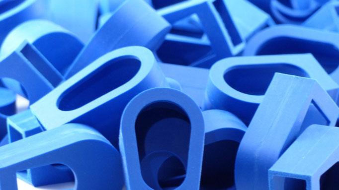 Bauteil für den wissenschaftlichen Gerätebau aus Kunststoff (PBT), hergestellt per Spritzgussverfahren als Musterserie zur Validierung, Projektumfang: 100 Stück