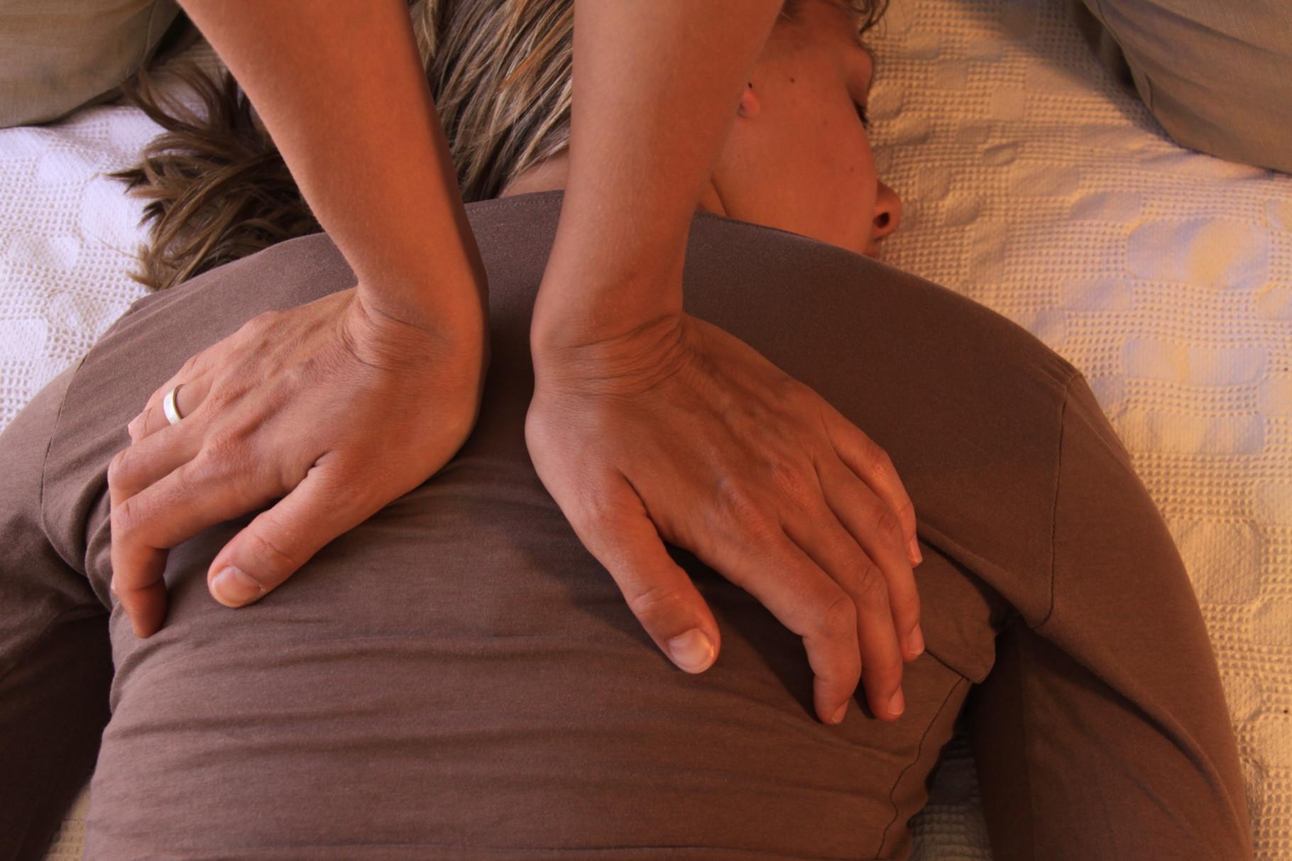 berührung im yoga urlaub