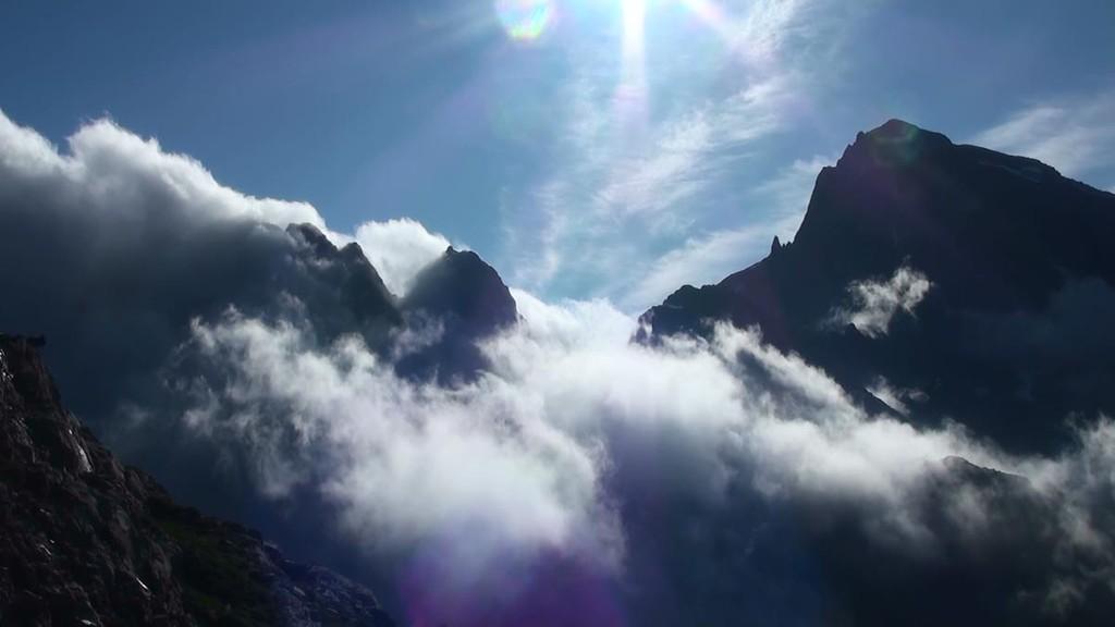 Le Balaïtous sortant des nuages