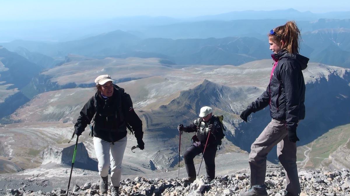 Surprise au sommet : Sandrine y découvre sa fille