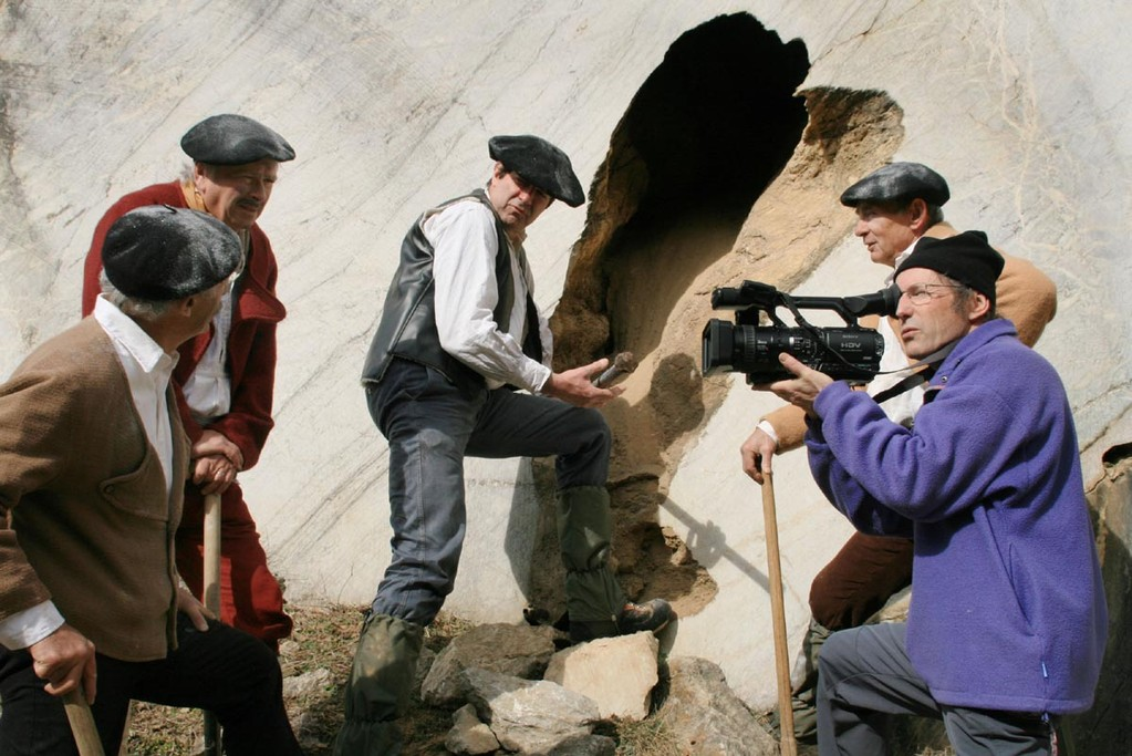 Le percement des grottes par les mineurs de Gèdre
