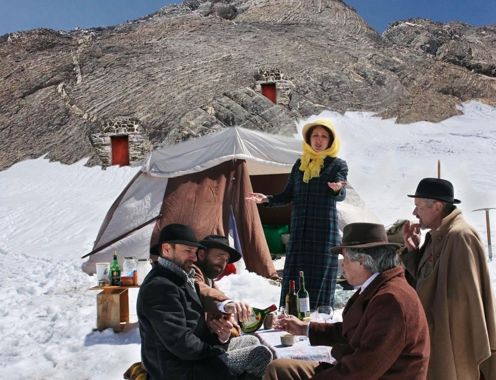 Extraordinaire reconstitution de la réception de la Miranda sur le glacier d'Ossoue
