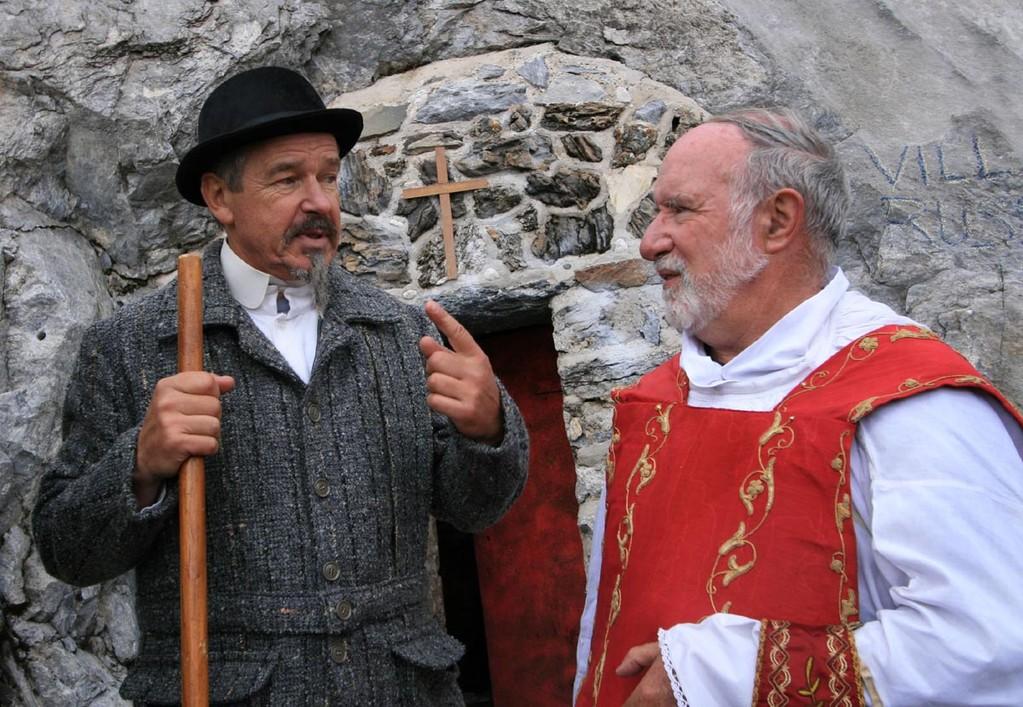 Russell et le père Carrère