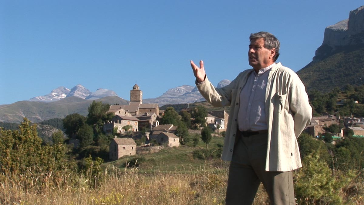 Patrice de Bellefon devant le village de Bestué