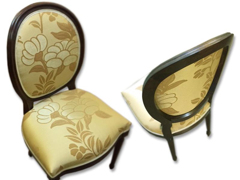 Schöner, alter Stuhl mit neuem Polster