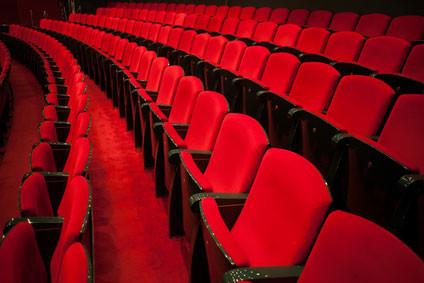 Anwendungsbeispiel Polsterung der Bestuhlung im Theater oder im Kino