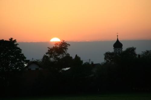 Ostansicht von Salgen bei Sonnenuntergang