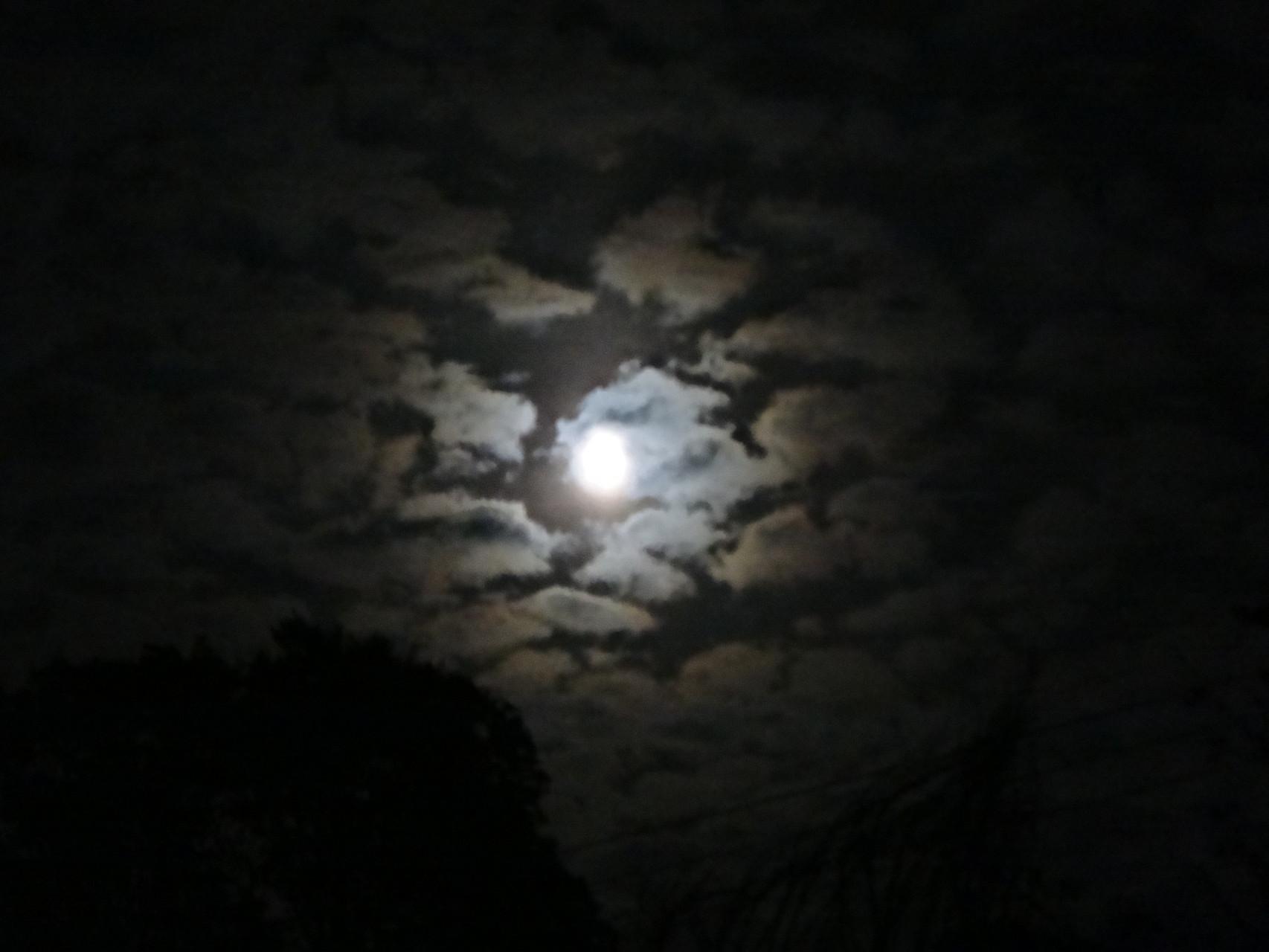 宮内温泉から観る月夜