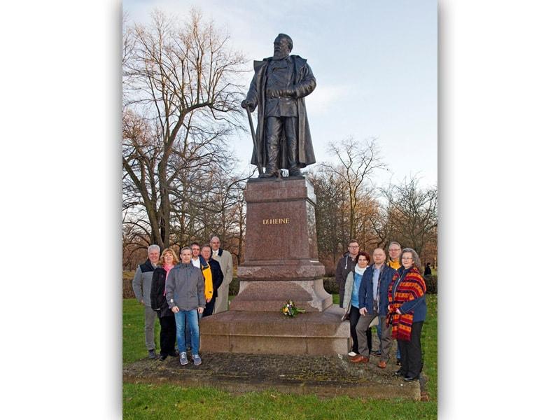 Vereinsvorstand und Mitglieder am Karl-Heine-Denkmal, am 10.01.2018