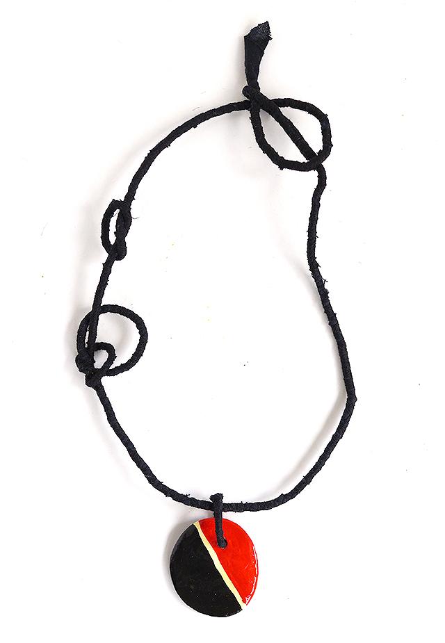 Κολιέ  (πηλό μοντελισμού-χειροποίητο υφασμάτινο κορδόνι) 10 Ευρώ