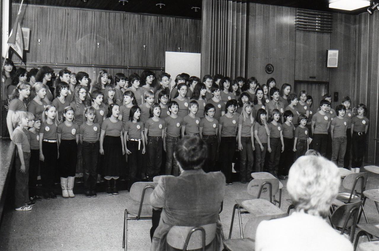 """Vorstellung 1. Single """"Die Antwort weiß ganz allein der Wind"""" 1979 Musiksaal Illinger Schule"""