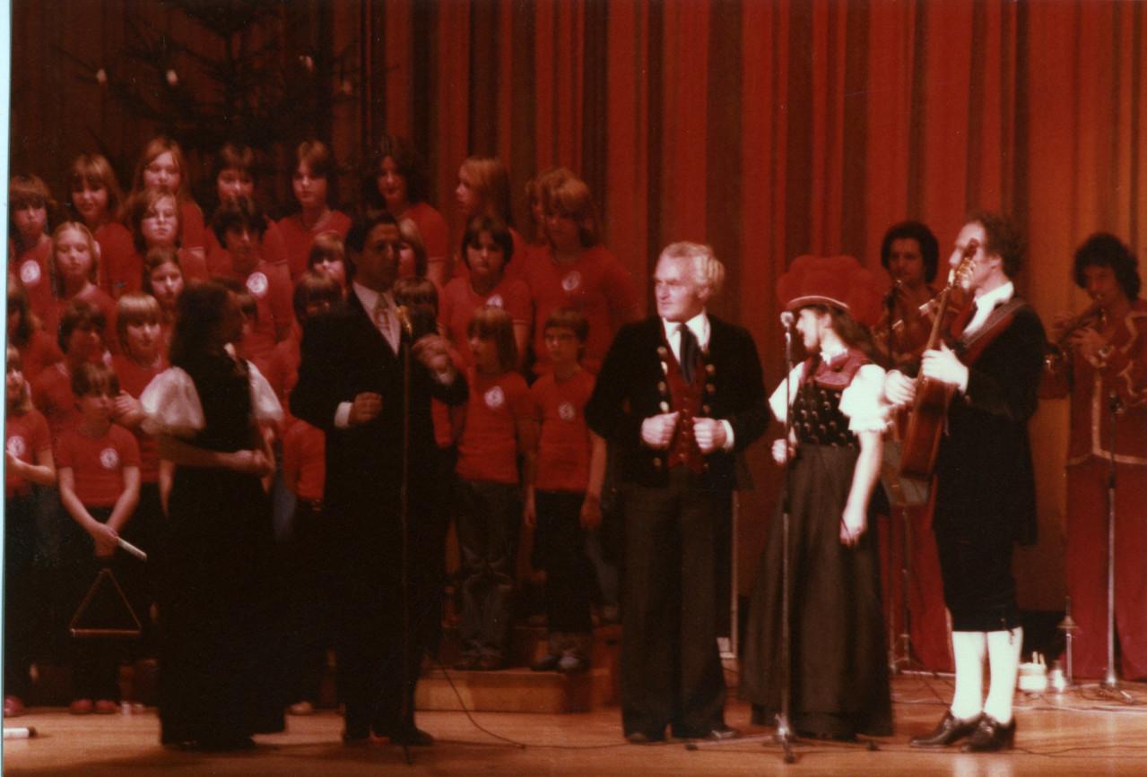 Weihnachtskonzert Stromberghalle Illingen - mit Vico Torriani, Schwarzwaldfamilie Seitz, Pepe-Linhart-Band und dem Illinger Jugendchor