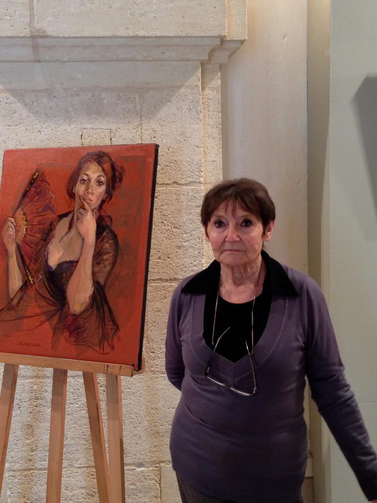 Artiste devant l'affiche