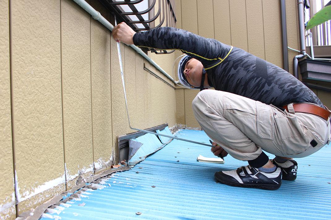 現場の採寸|雨漏り修理工事【さいたま市北区日進町】
