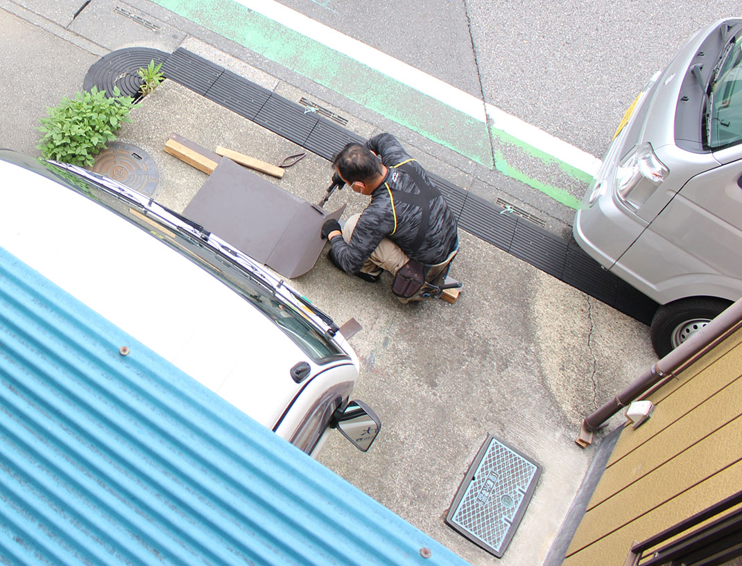 屋根板金の現場加工|雨漏り修理工事【さいたま市北区日進町】