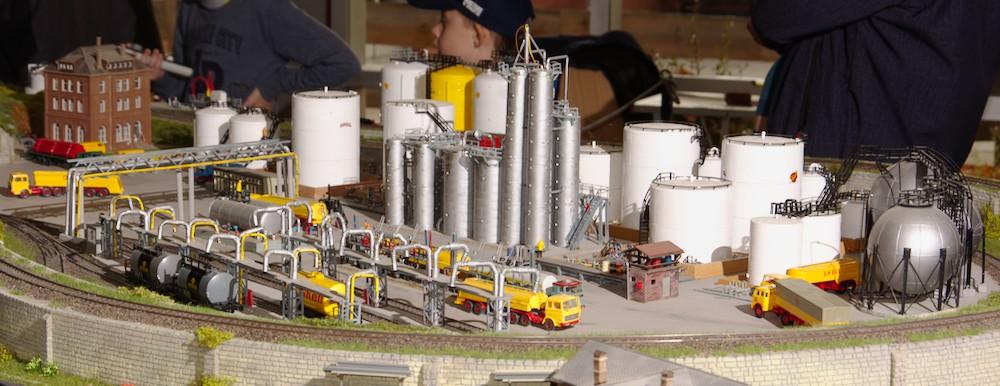 Ölverladung im Wendemodul der Lübecker Eisenbahnfreunde