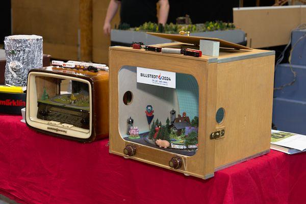 Horst Werstat hat wieder seine Unterhaltungselektronik und die Koffer dabei.