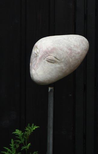 Siriusgesänge X (2009) Sandstein poliert auf Eisenständer 35x20x15 cm auf 110 cm 2.600,- EUR