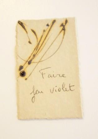 """Expressions en couleur 'Paperoles""""- """"Faire feu violet"""", 2013 /porcelaine et cellulose gevormd, glazuur/  sold"""