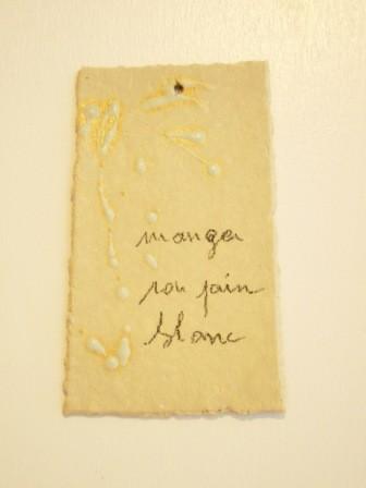 """Expressions en couleur 'Paperoles""""- """"Mange son pain blanc"""", 2013 /porcelaine et cellulose gevormd, glazuur / sold"""