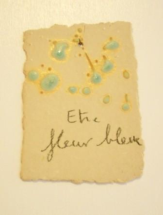"""Expressions en couleur 'Paperoles""""- """"Etre fleur bleu"""", 2013 / porcelaine et cellulose gevormd, glazuur / sold"""