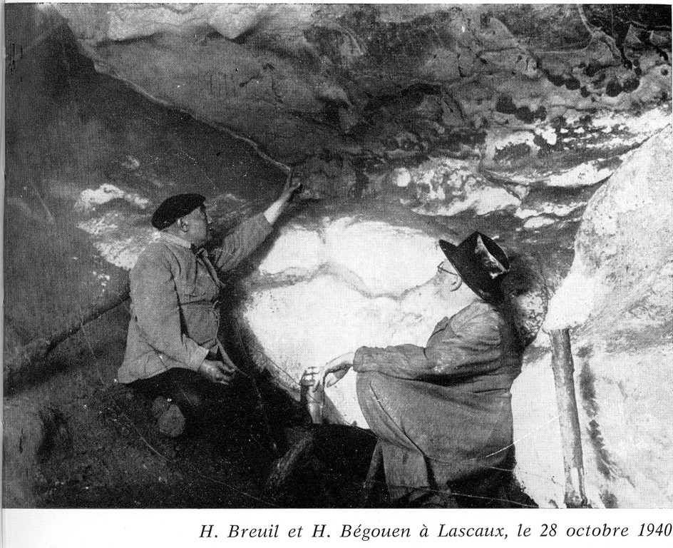 L'abbé Breuil et le comte Begouën à Lascaux en 1940 (Dordogne)