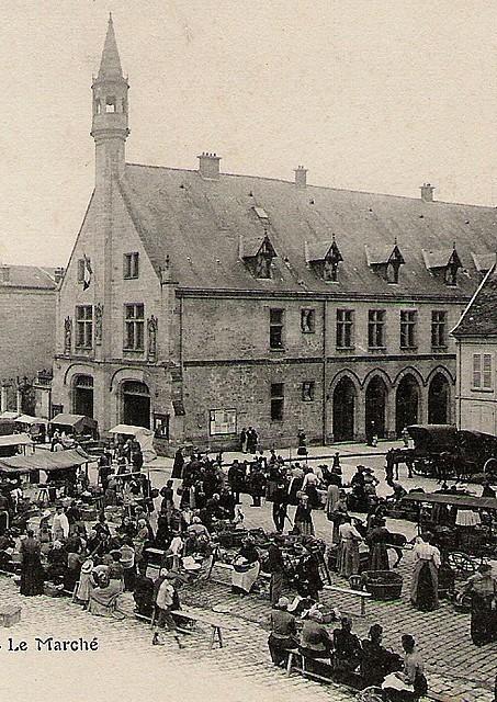 Le marché  Place  de l'Hôtel de Ville vers 1900