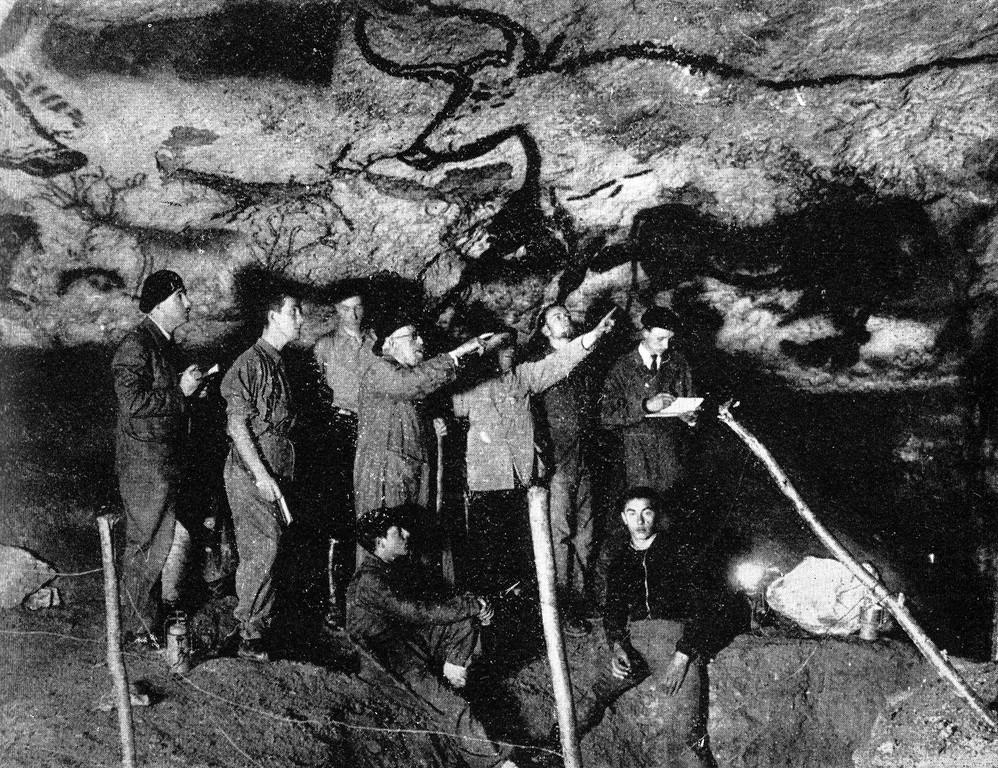 L'abbé Breuil et les préhistoriens en octobre 1940 à Lascaux (Dordogne)