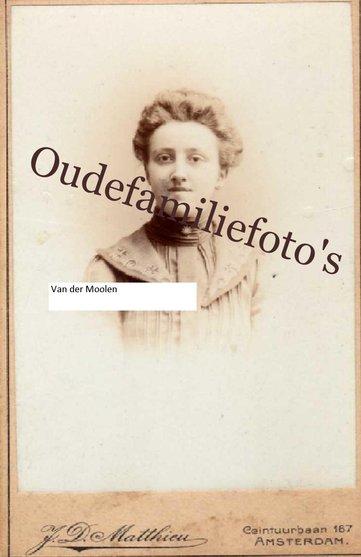 Moolen van der, Johanna Josepha Maria. Geb. 16-3-1881 Amsterdam. Getrouwd met Willem van Kralingen (zie foto Kralingen) € 2,00