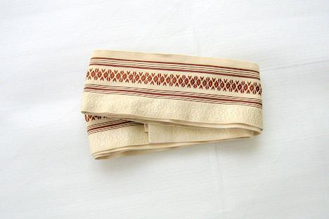 帯:刀を差すのに必需品です。   居合用の帯も市販されていますが、角帯を使用したほうが、刀が安定します。