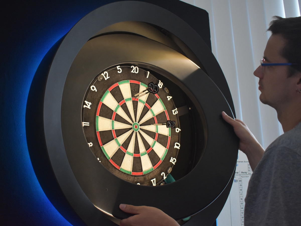 EASY INSTALLATION AND INTUITIVE USE - Remove and install the spiderbull catchring and every regular dart board within 1 minute and transform it to a technical device and impressive object in one.