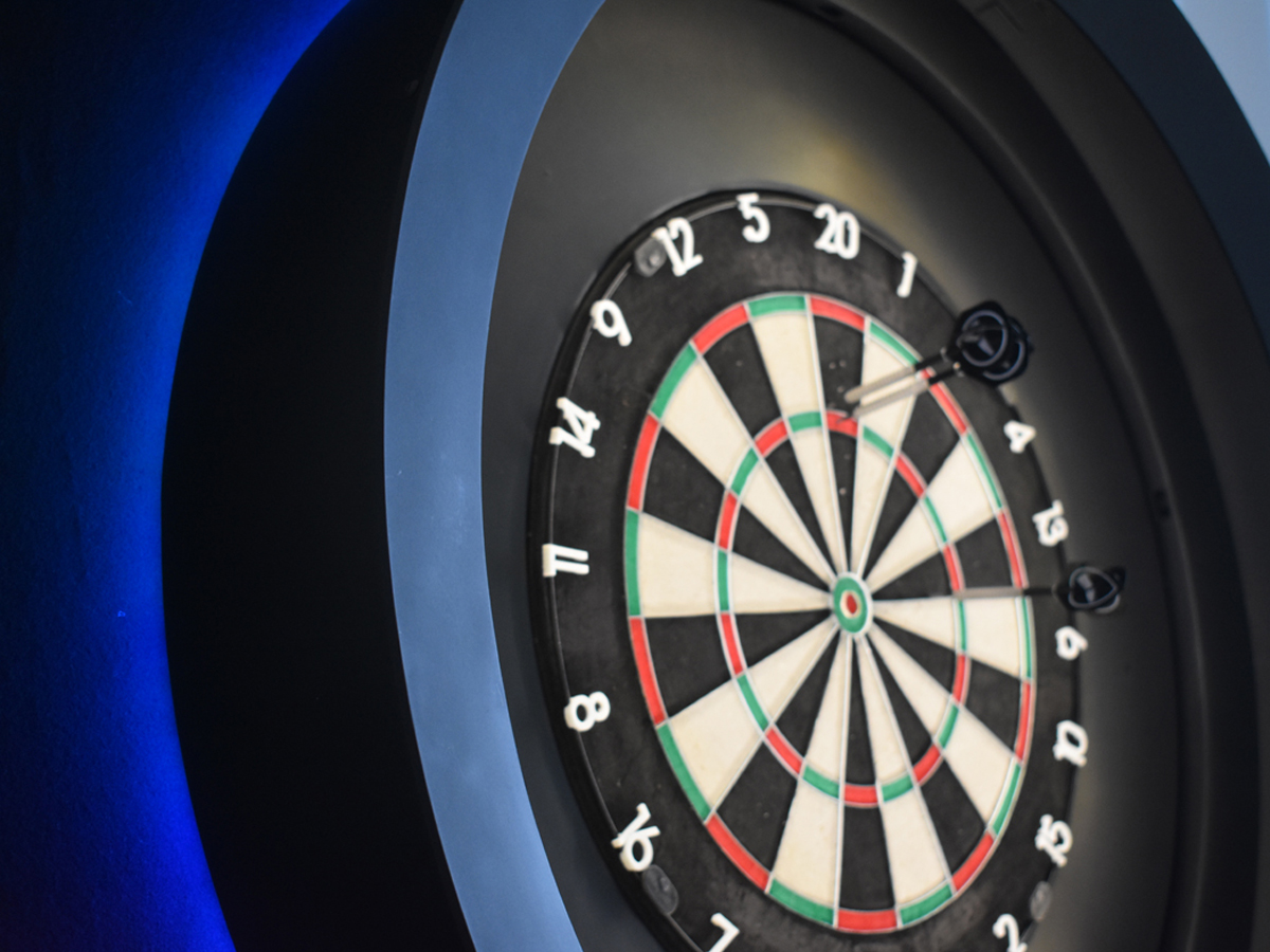 INTEGRATED ILLUMINATION - Experience our optical comfortable and shade free 360° illumination of the dart board. The interactive corona illumination shows you the status of the system.