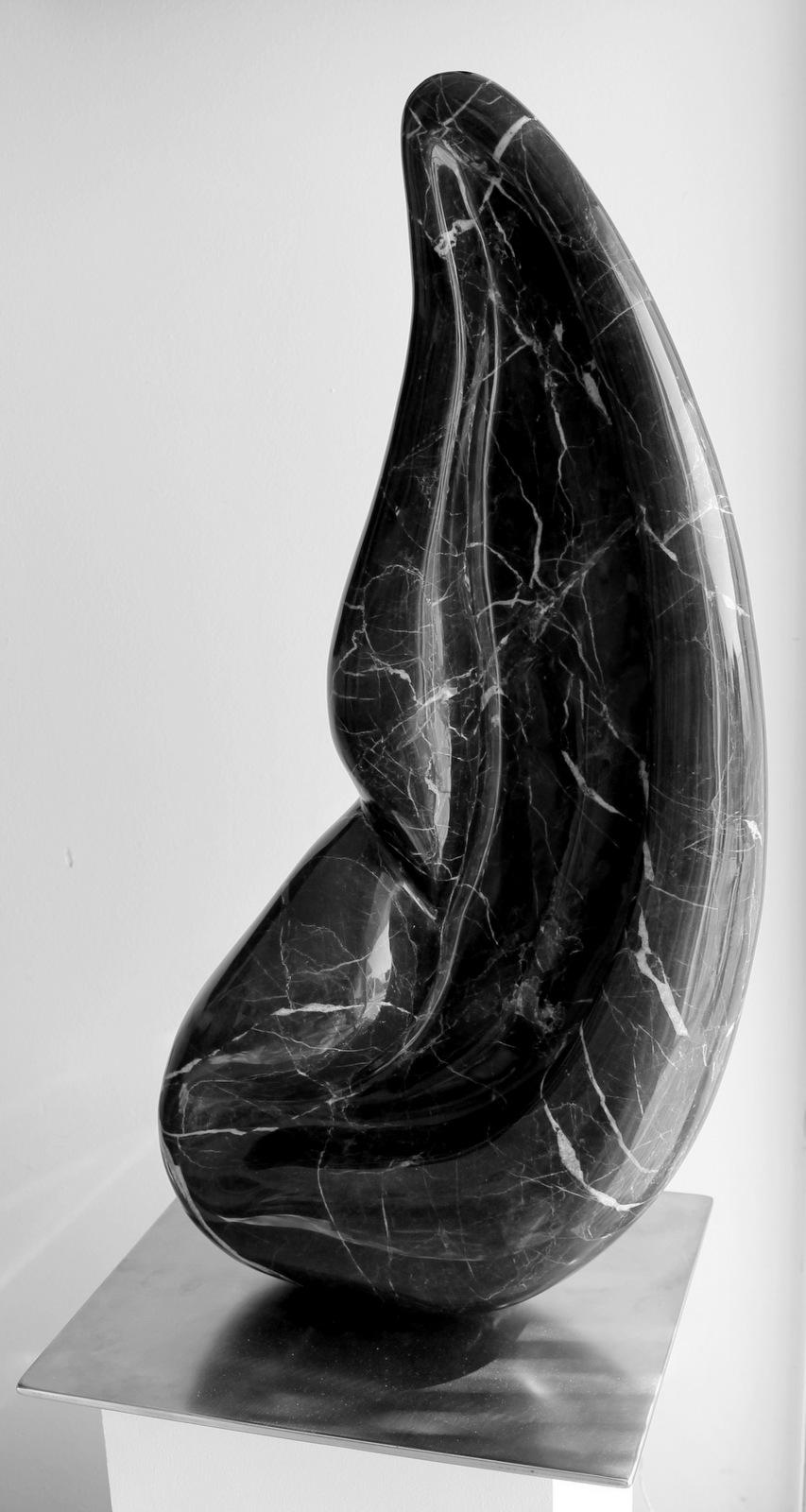 L'oreille - sculpture marbre noir de Saint-Laurent - 80 cm x 80 kg