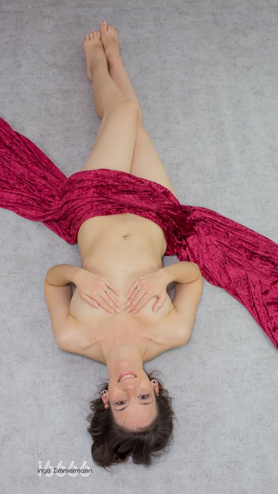 Sexy, Erotik, Tanga, liegend, nackt, Tuch, rot