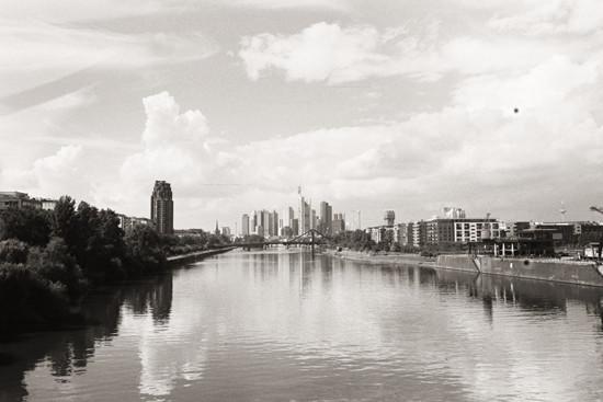 Blick auf Frankfurt // Lage EZB Brücke
